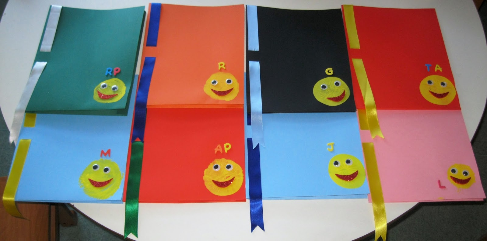 imagens jardim infancia:Diplomas e capas para os meninos que permanecem no jardim de infância
