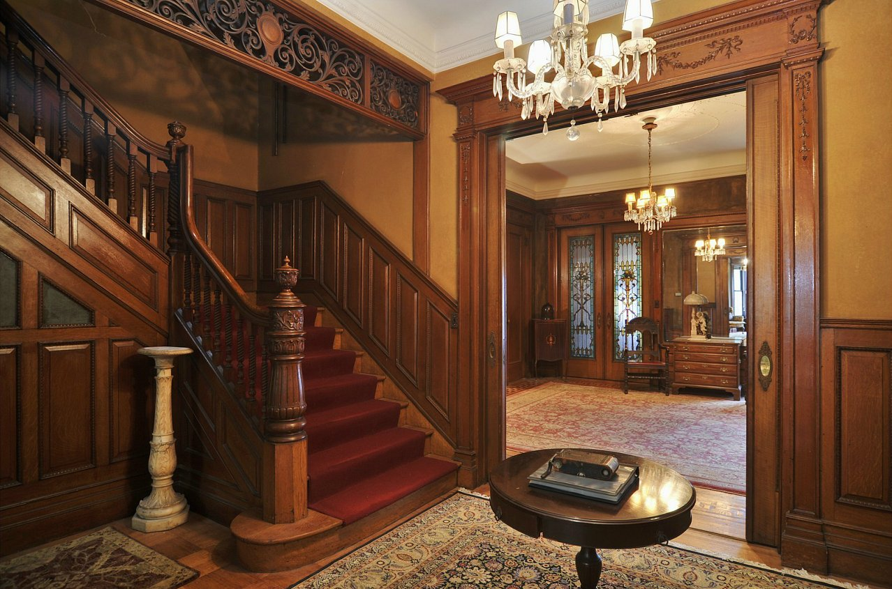 Old world gothic and victorian interior design for Victorian interior design