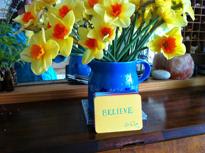 Daffodils and Inspiring Word Cards