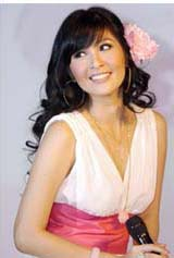 Trend rambut panjang Sandra Dewi