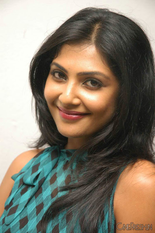Kamalini Mukherjee Latest Hot Stills Kamalini Mukherjee New Cute Photos Photoshoot images