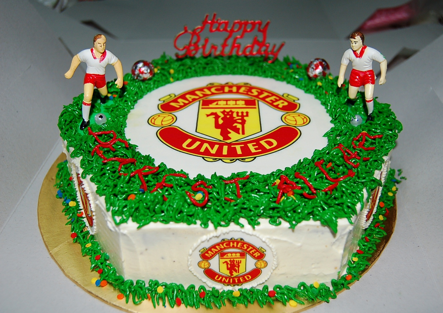 Football Themed Cakes http://mdvelegantdelicacies.blogspot.com/2012/11/football-club-themed-cake.html