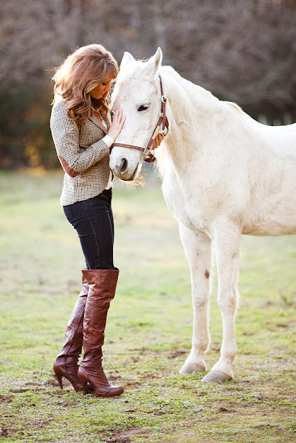 Jody+Steliga+petting+neighbors+white+horse%252C+Ukiah+California%252C+Savvy+Spice+fashion+blog%252C+equestrian+trend