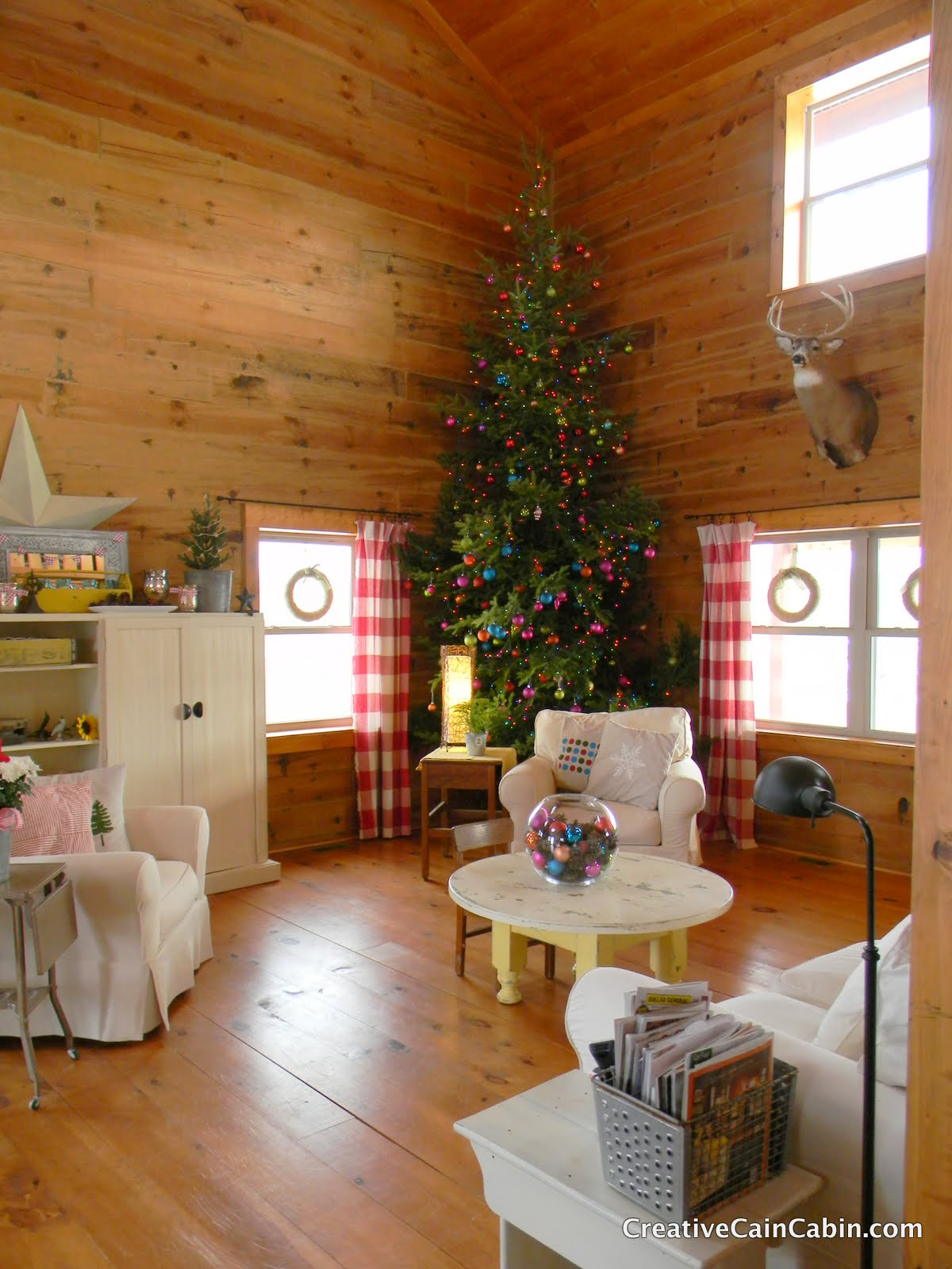 christmas tree in a log home creative cain cabin - Cabins Decorated For Christmas