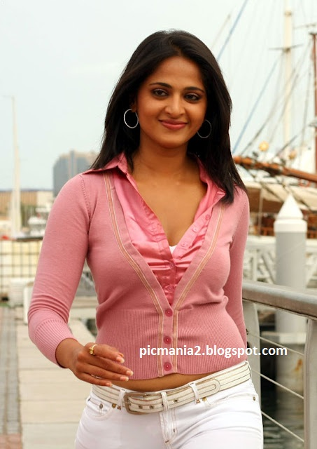 Anushka sexy cleavage hot rare image