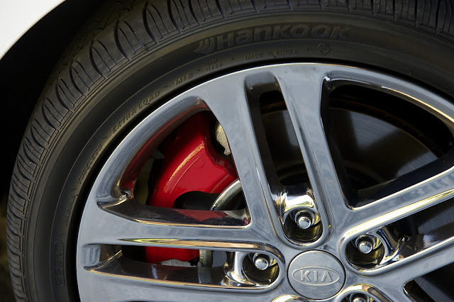 Red painted brake calipers are part of the SX Limited Package on the 2013 Kia Optima SX