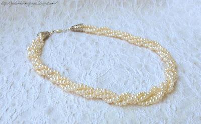 Бижутерия из  бисера и жемчужное ожерелье