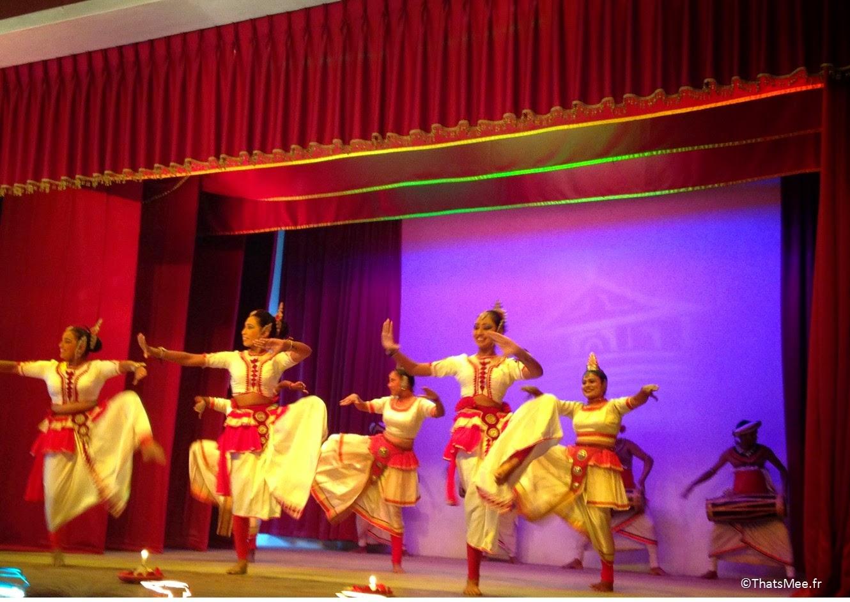 Danses Traditionnelles cinghalaise combat Kandy Lake Club Sri Lanka
