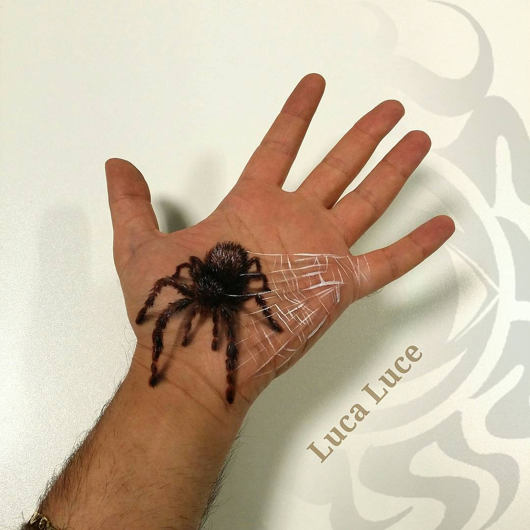 06-Tarantula-Spider-Luca-Luce-Body-Painting-with-3D-Hand-Drawings-www-designstack-co