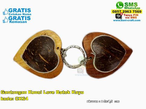 Gantungan Kunci Love Batok Kayu