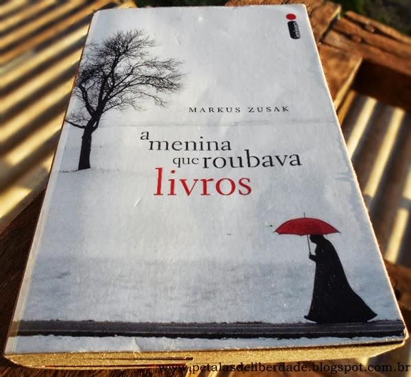 capa do livro A menina que roubava livros, Markus Zusak, Intrínseca, resenha, resumo, filme