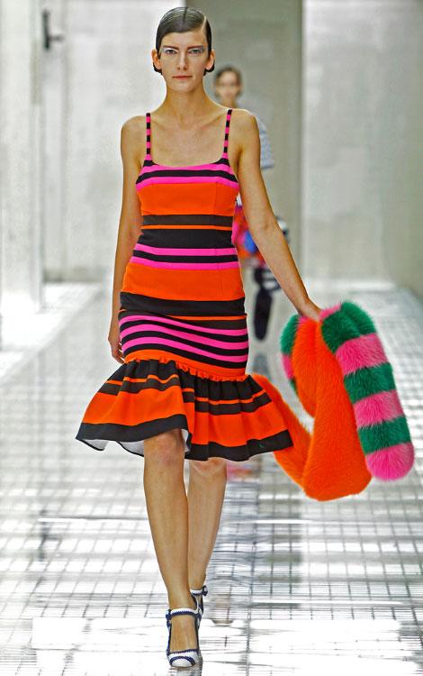 """cách may váy trong bộ sưu tập """"Xuân Hè 2011"""" của Prada"""
