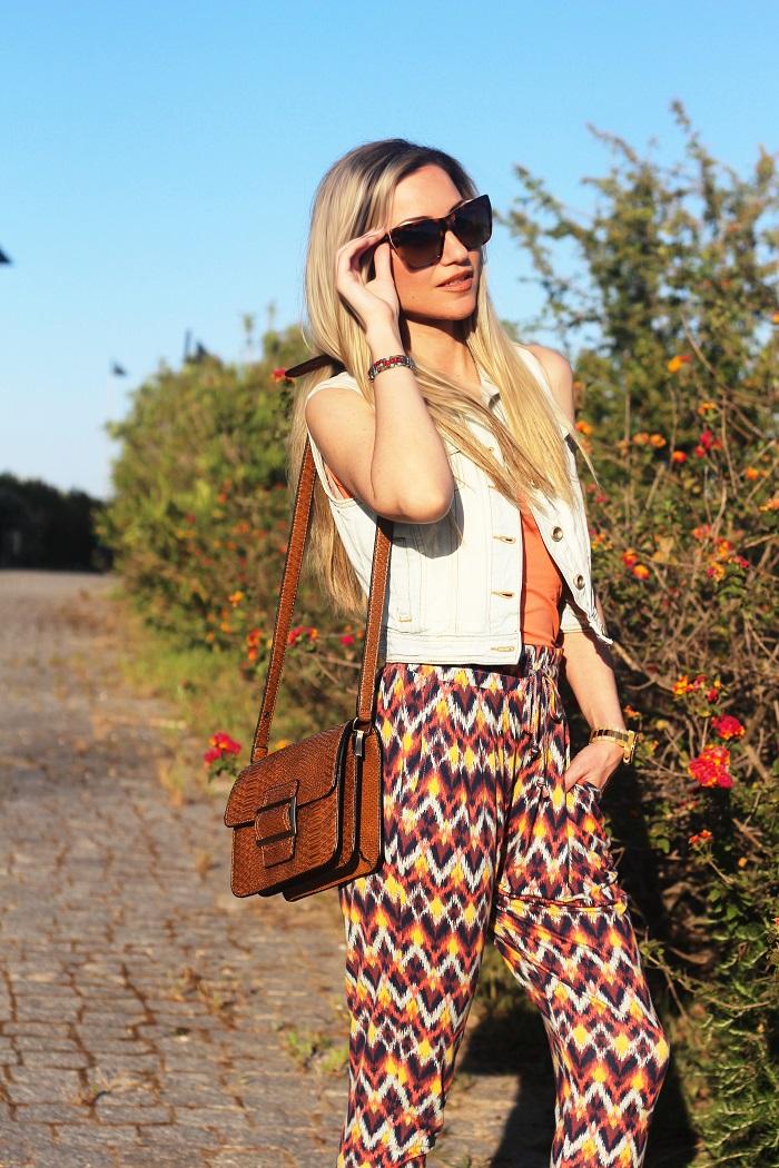Nesta altura do ano, adoro cores vibrantes e padrões carismáticos. Um dos padrões de maior destaque na Primavera/Verão 2015 é o padrão étnico. A nova colecção da New Yorker tem algumas peças giríssimas. Look do dia/Outfit. Tendências. Dicas de Moda e Imagem. Style Statement. Blog de moda portugal, blogues de moda portugueses. Ethnic pants.