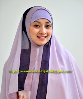 cara memakai hijab ungu simple