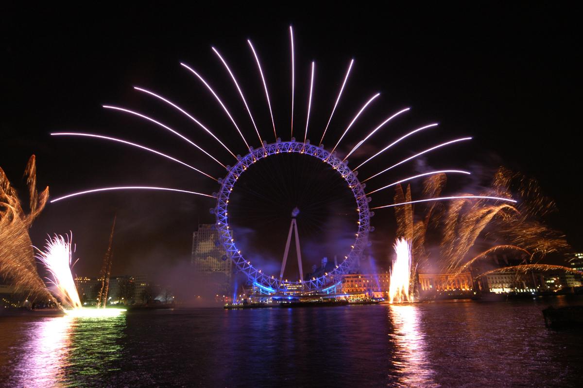 http://1.bp.blogspot.com/-NlLl3UPG-3I/TwBe_KobQ5I/AAAAAAAAC8A/9eIuUF_7DNU/s1600/London-Eye-fireworks.jpg