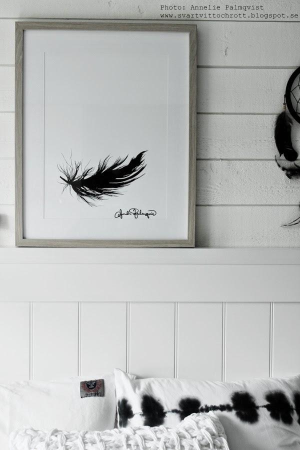 artprint, artprints, art, prints, print, printer, tavla, tavlor, tavlorna, konsttryck, konsttrycket, tryck, poster, posters, svartvitt, svartvita, svart, svarta, vit, vitt, fjäder, svart fjäder, fjädrar, sänggavel, sovrum,