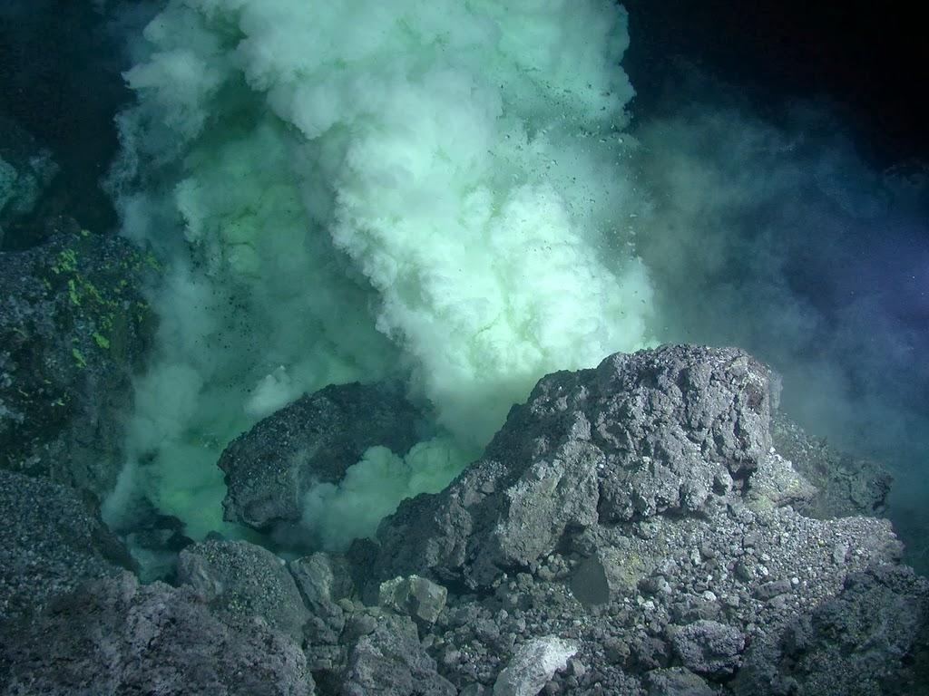 Satellite images detect underwater volcanic eruptions ...