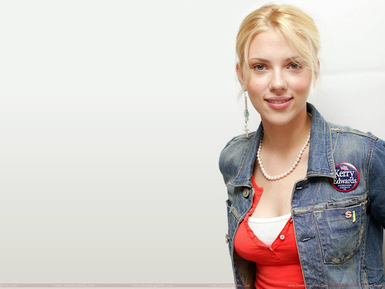 Scarlett Johansson Beautiful Actress Wallpaper