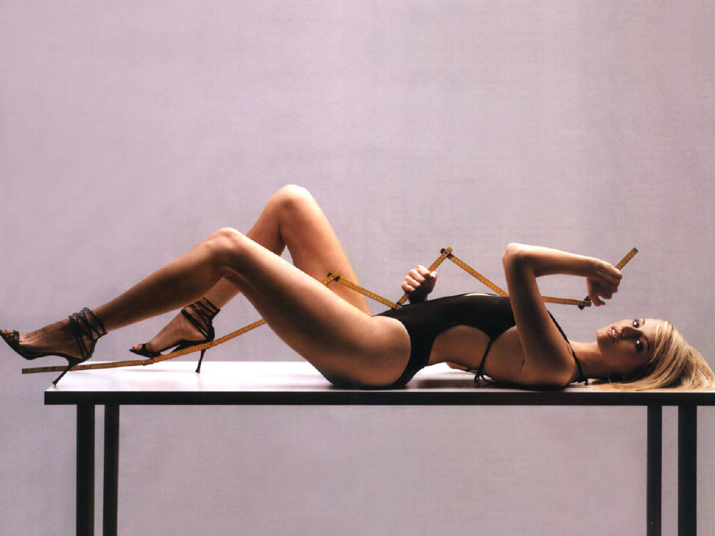http://1.bp.blogspot.com/-NlkaEjXgD2s/TzAE3t5yCSI/AAAAAAAAITk/SuP7v97LIzo/s1600/adriana+sklenarikova+most+beautiful+legs+hot+sexy+coolaristo+2.jpg