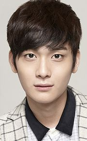 Biodata Jo Yoon Woo pemeran Ah Rang