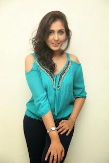 actress madhu shalini new pics hd (9)