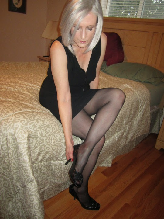 Women who fuck men in pantyhose