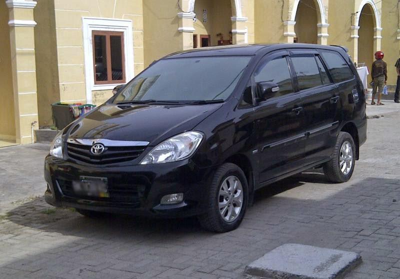 Modifikasi Mobil Toyota Kijang Innova Hitam