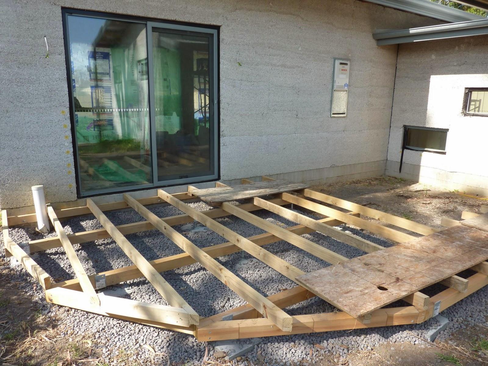 Culburra hemp house deck joists and garden mulch for Balcony joists