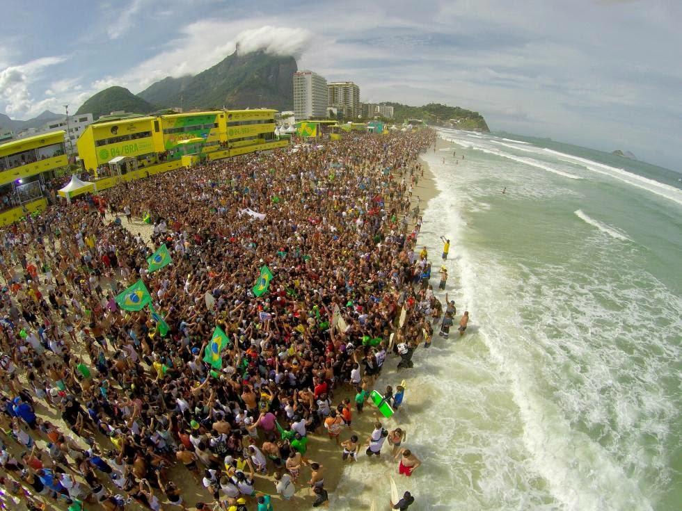 12 Crowd Oi Rio Pro WSL  Kelly Cestari
