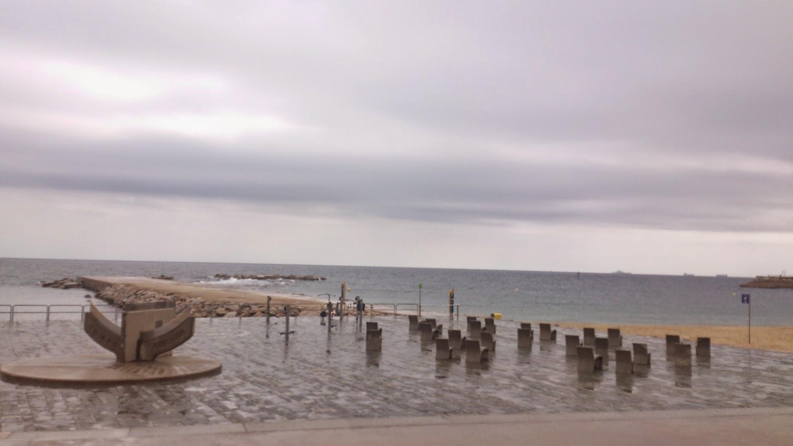 playa de la barceloneta lluvia