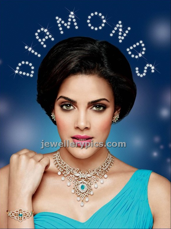 Diamonds beautiful necklace model in the Ad published in banner. model