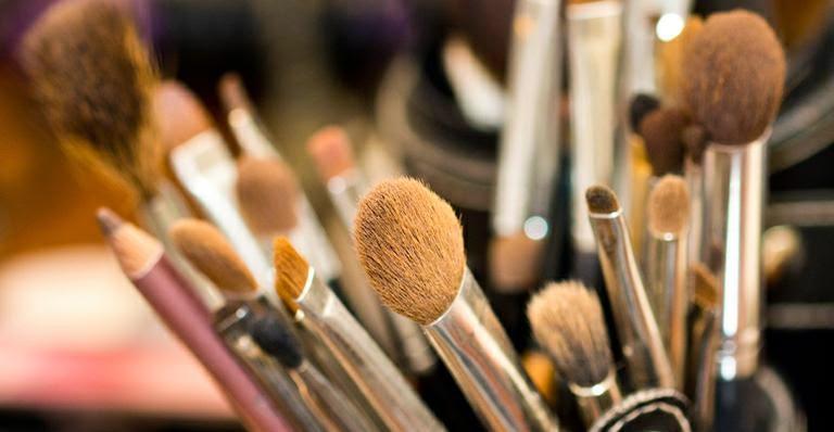 Saiba como higienizar seus pincéis de maquiagem