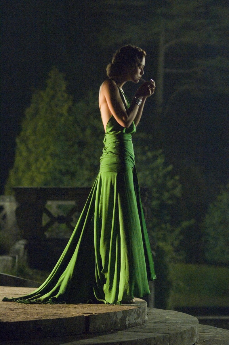 Keira Kinightley wears a gorgeous green gown in Atonement