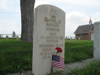tombstone of Elmer D Lauck