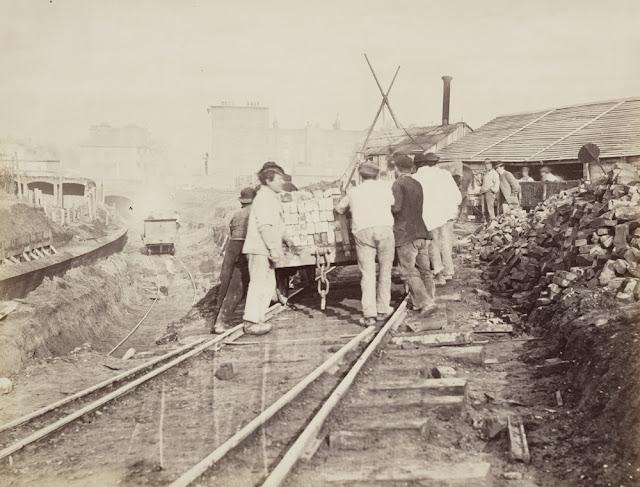 ilk metro yapılışı