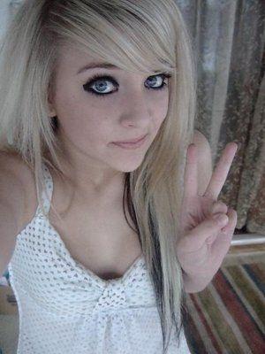 hot-blonde-emo-chick