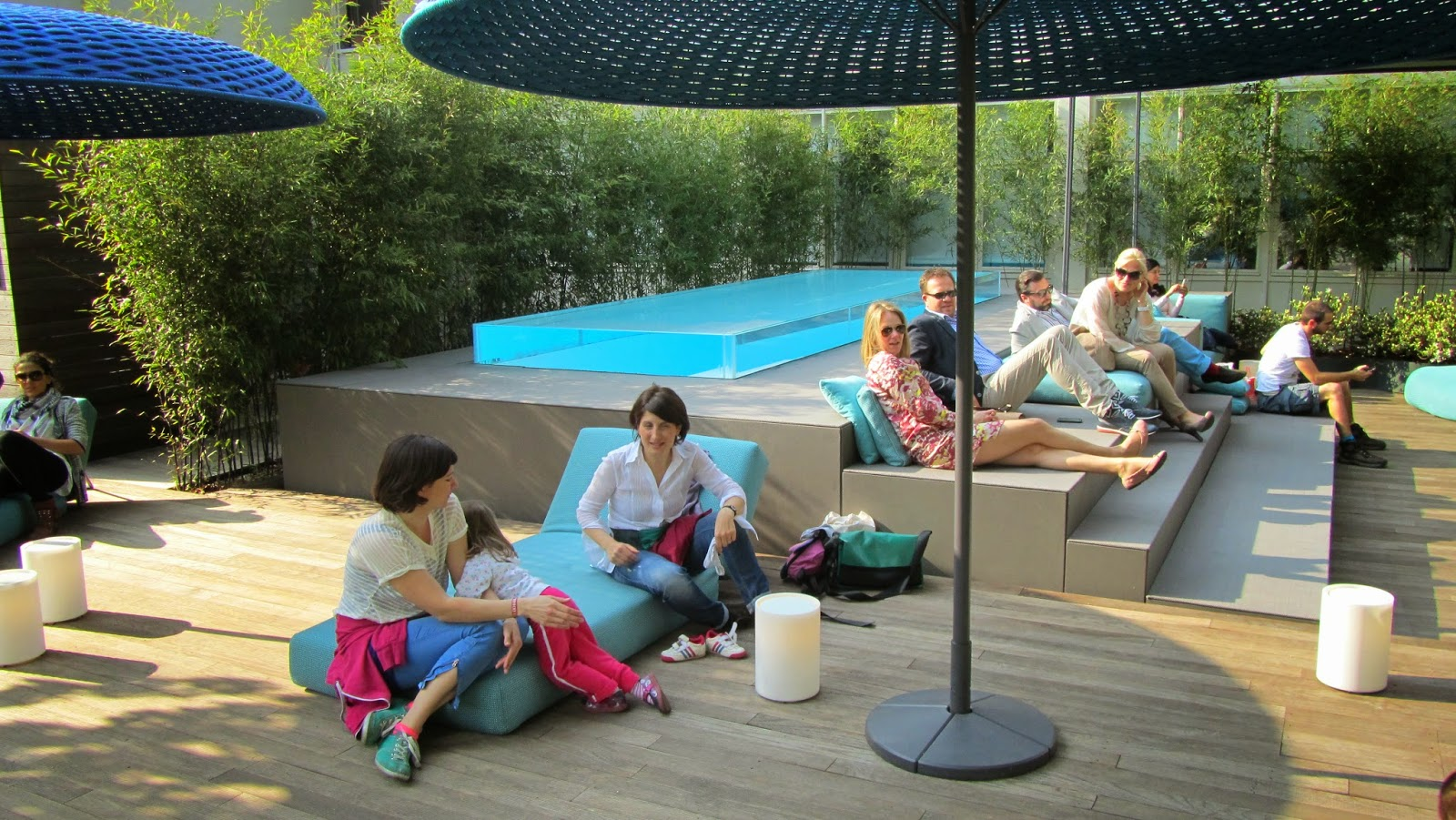 Il mondo a colori di laghetto e paola lenti piscine for Arredatori di giardini