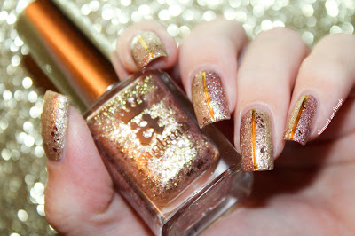 A Rose Gold Sparkly Nail Art