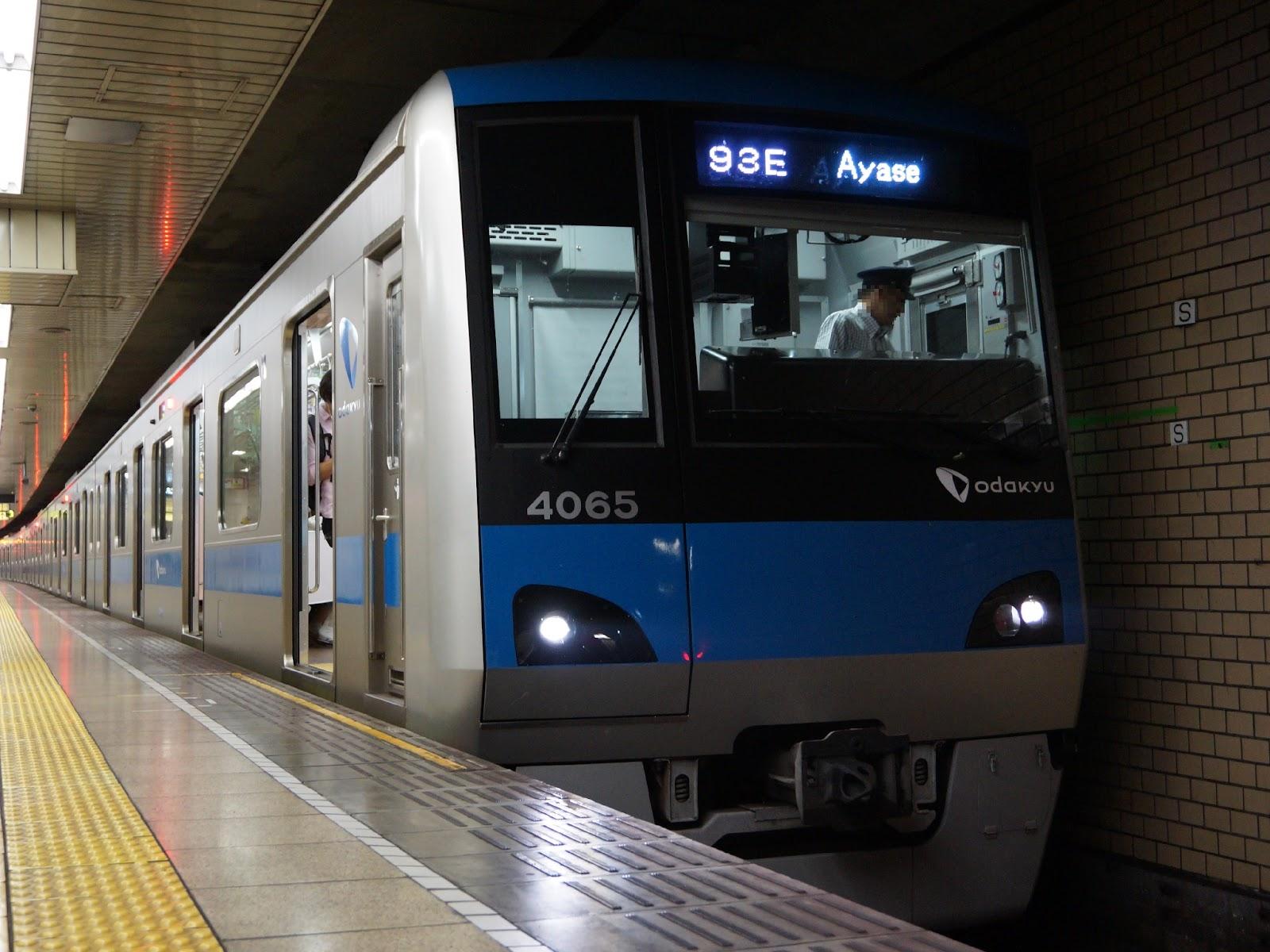 千代田線内を走る小田急4000形