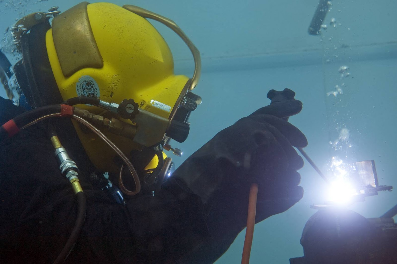 under water welding Underwater welding although underwater welding does not have as many applications in marine salvage operations as underwater cutting, underwater welding is an extremely important and.