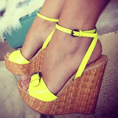 Adorable high heels with yellow starps