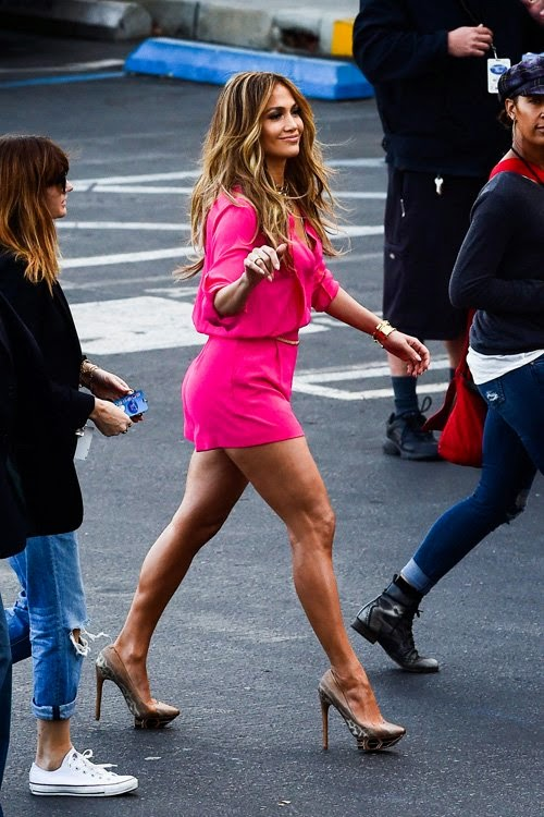 Photo Jennifer Lopez Pink Outfit to The Set of American Idol on Thursday
