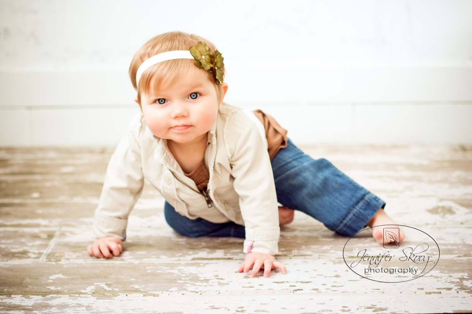 9 Month Baby Portrait Ideas http://jenniferskoogphotography.blogspot.com/2011/02/mini-session-9-month-old-baby-girl.html