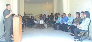 http://fokusmanadofoto.blogspot.com/2013/02/wakil-gubernur-sulut-saat-memimpin.html