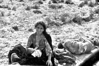 Refugiados malagueños en la carretera Málaga-Almería