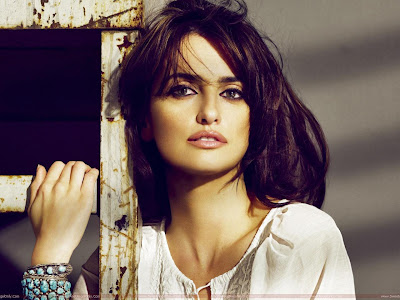 Penelope Cruz Hollywood Girl Wallpaper