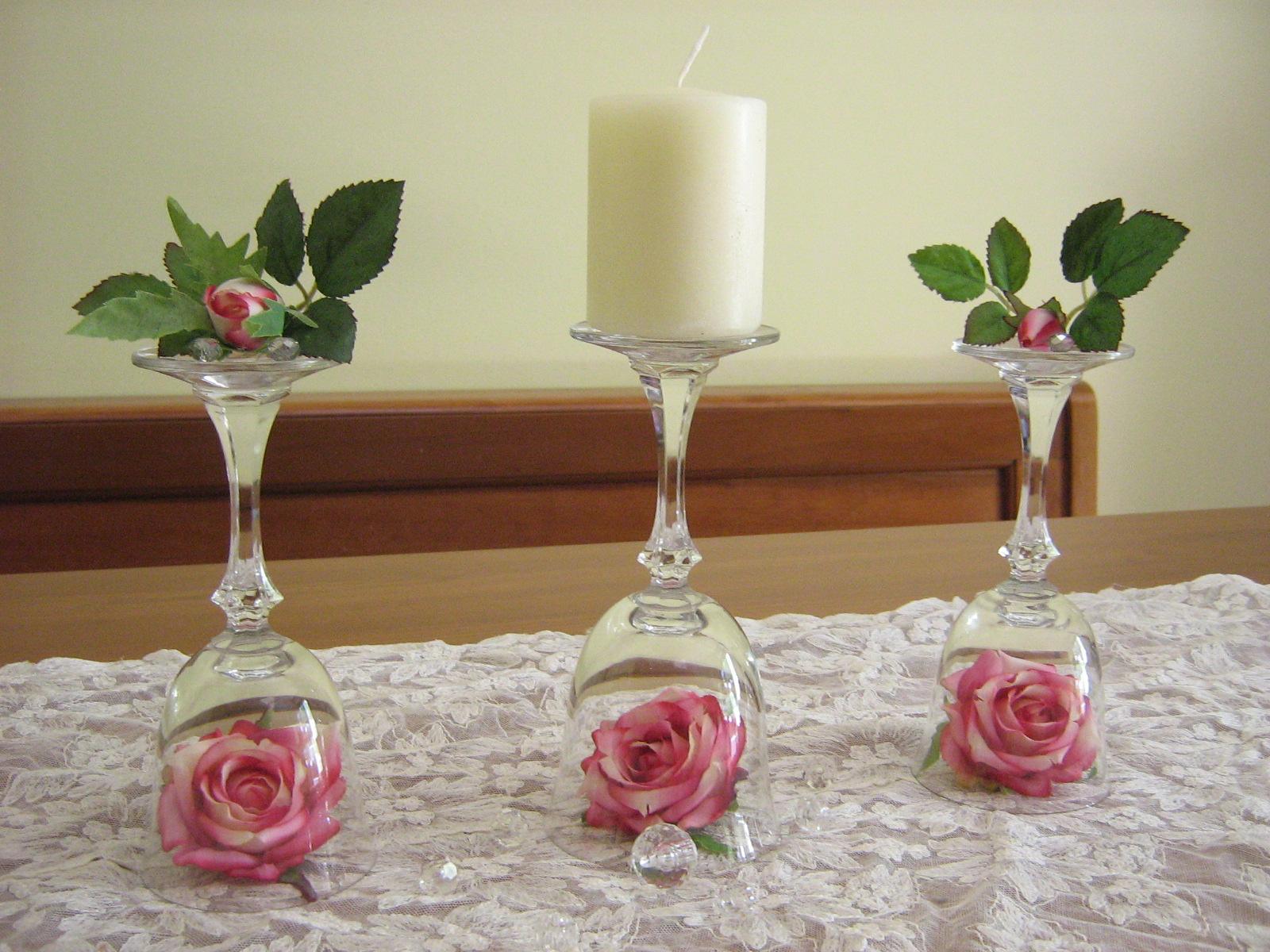 Fiori fiocchi e fantasia centrotavola con bicchieri e fiori - Decorazioni fiori finti ...
