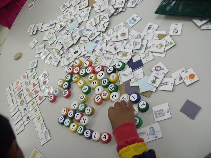 Recursos pedagógicos  para se trabalhar a construção de palavras.