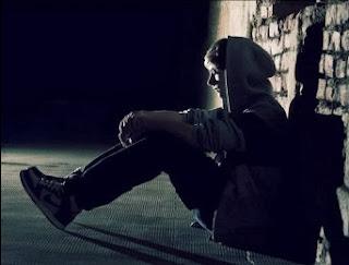 Alone boy in love sad sitting - Dard Shayari