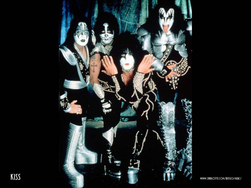 http://1.bp.blogspot.com/-Nq2OxIUENec/TWRr1hQCcdI/AAAAAAAABhk/hnbpm-Y2U2g/s1600/kiss_wallpaper_cover.jpg